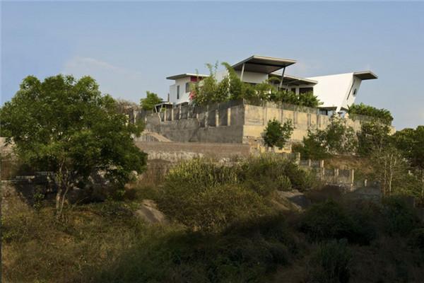Reddy别墅:建筑建构直接呼应地形的私人豪宅