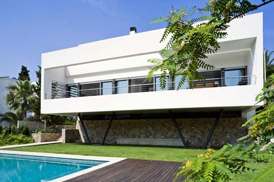 Bonanova别墅:利用挑高设计保障豪宅隐私