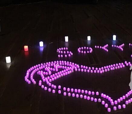 一女子花2千元摆蜡烛焰火道歉 只能说该男友真幸福