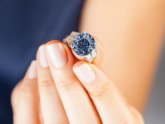 秀兰-邓波儿蓝宝石戒指拍卖 估价上千万美元