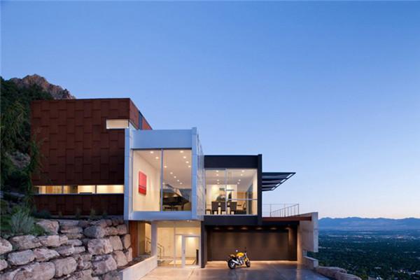 H House别墅:拥有俯瞰城市全景视野的豪宅