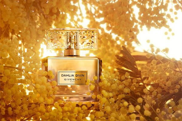 纪梵希推出Dahlia Divin系列第三款香水