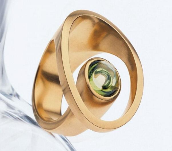 这些造型独特的珠宝戒指 让你发现双手的别样美