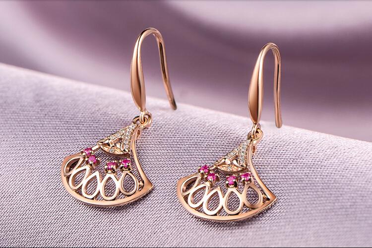 千禧之星珠宝18K玫瑰金扇形钻石红宝石耳环_珠宝图片