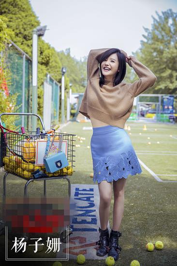 学杨子珊街拍穿搭示范 镂空裙网球装唤醒好身材