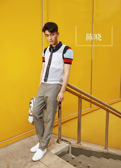 陈晓夏季街拍穿搭示范 让青春的小领带飞扬起来