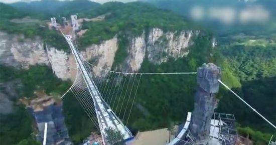 张家界世界最长玻璃桥完工 中国制造绝对信任