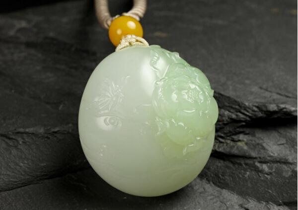 张静玉雕牡丹赏鉴:国色天香富贵花 和田玉上的牡丹