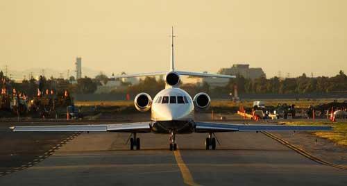 猎鹰900:达索航空研制的三发远程私人飞机
