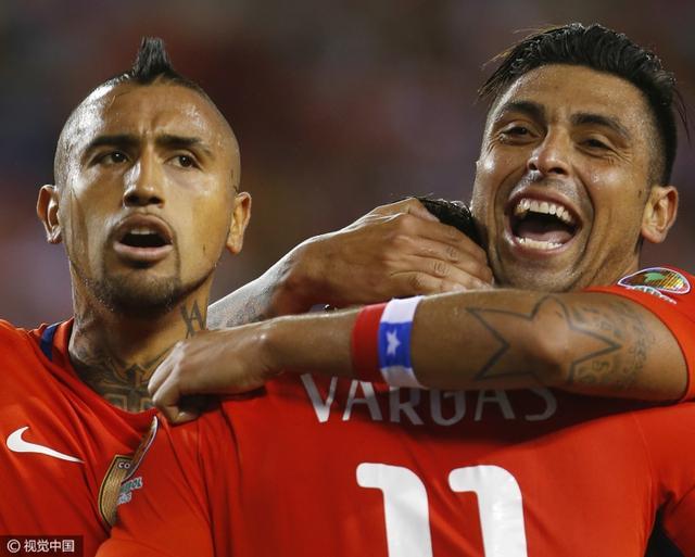 美洲杯-智利4-2胜晋级8强 桑神巴尔加斯各2球
