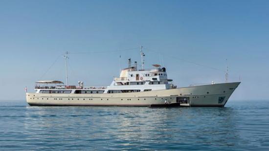65.4米苏联间谍船华丽变身豪华机动游艇