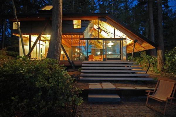 Sneeoosh木屋:将生活空间暴露在森林的豪宅