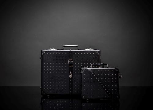 Alexander McQueen携手漫游家推出合作款箱包