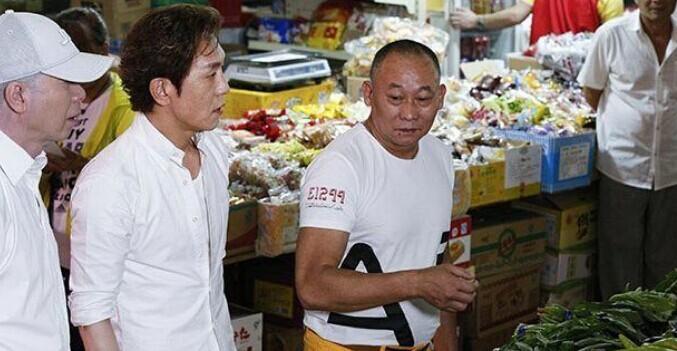冯小刚买菜.