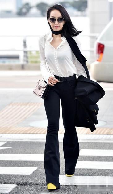 明星机场穿衣搭配示范 黑白组合才是夏季主流趋势