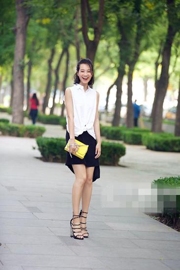 朱丹夏季街拍造型示范 穿好黑白造型也能时髦至极
