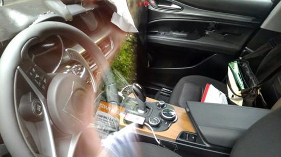 阿尔法罗密欧首款SUV内饰设计外媒曝光