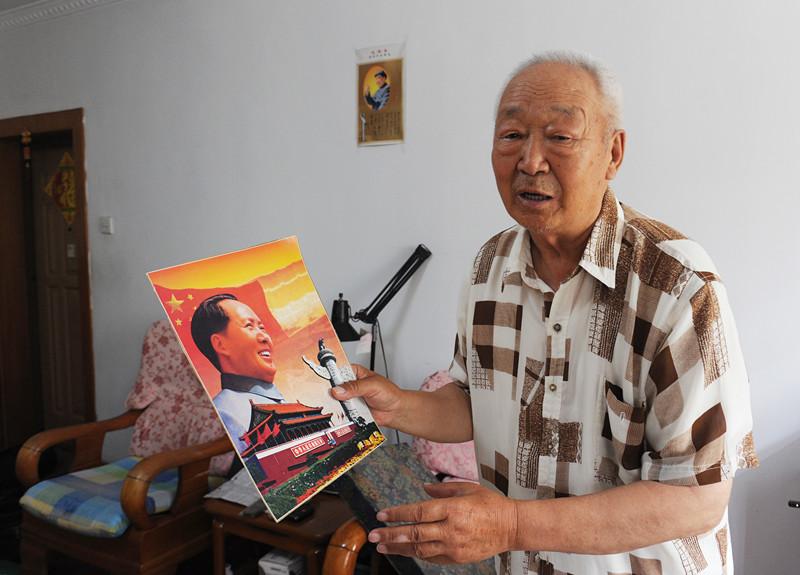 耄耋老人40多年收藏170多幅毛主席画像