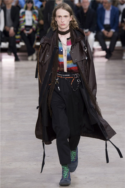 Lanvin于巴黎时装周发布2017春夏男装系列