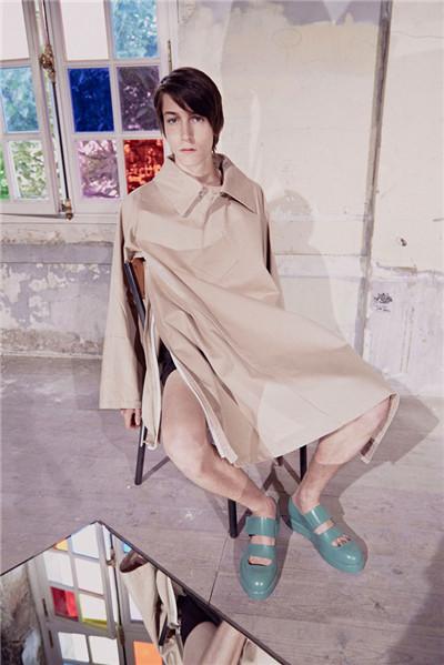 Acne Studios于巴黎时装周发布2017春夏男装系列