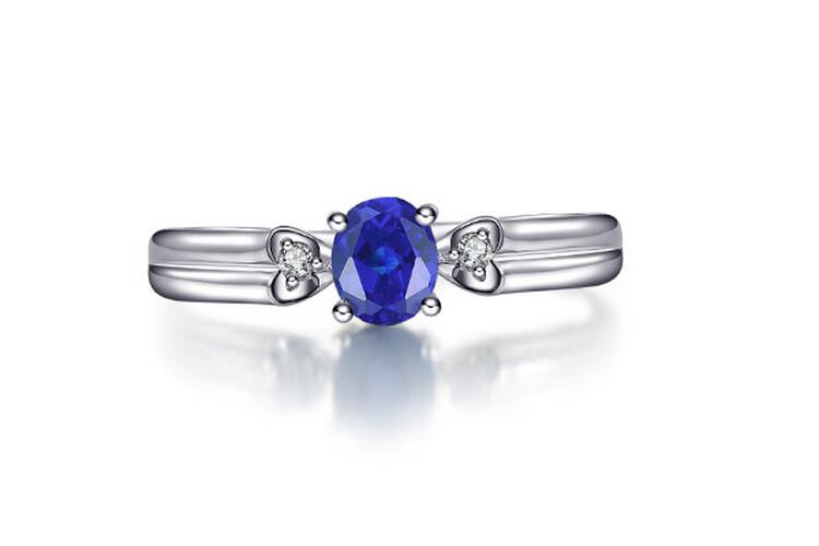 宝石类型:蓝宝石 款式:戒指 镶嵌材质:k黄金镶嵌宝石 品牌:enzo图片
