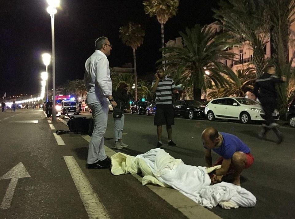 法国遭遇恐怖袭击:法国国庆日遇袭
