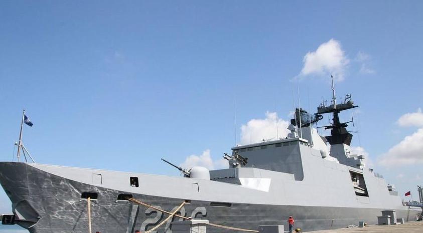 蔡英文登上赴南海巡逻军舰 为台军加油打气