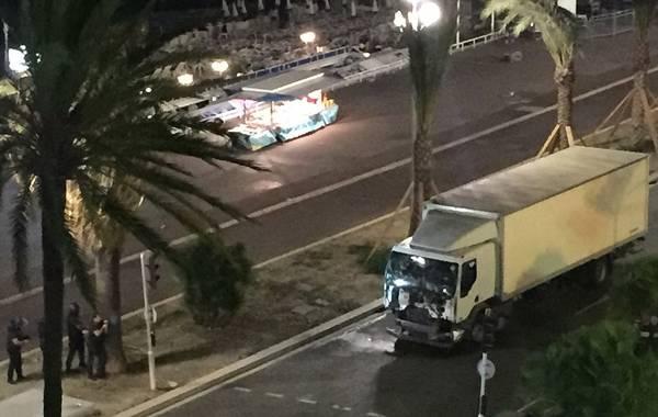 法国发生恐怖袭击 目前死亡人数至少80人