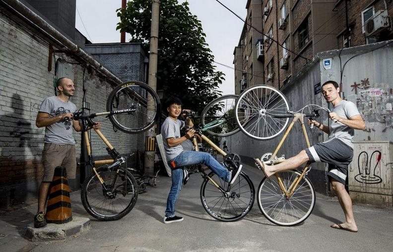 老外北京胡同创业 工作坊教做竹子自行车