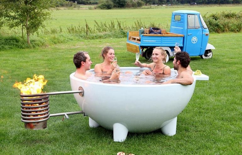 荷兰推出可移动浴缸 郊外野营也能泡汤