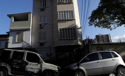 巴西奥运开幕在即 里约街头7辆车被焚毁