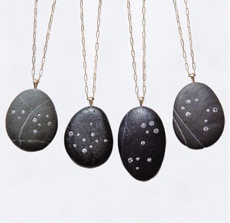 把浩瀚星空戴在身上 这些珠宝让你近距离接触外太空