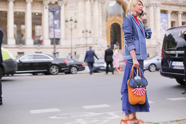 香奈儿大秀场外街拍示范 跟时尚达人学穿搭技巧