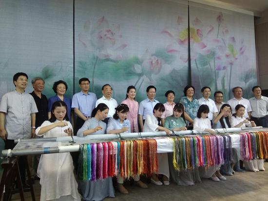 姚建萍刺绣艺术展在江苏现代美术馆举办