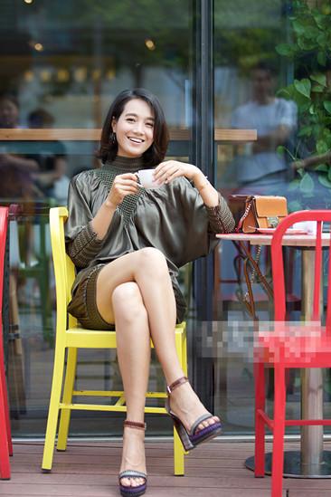 朱丹夏季私服街拍示范 连身热裤轻松打造小情趣
