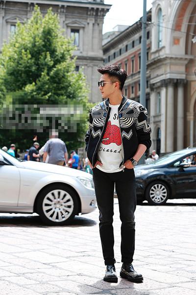 刘恺威夏季私服街拍示范 印花裤装亮点十足