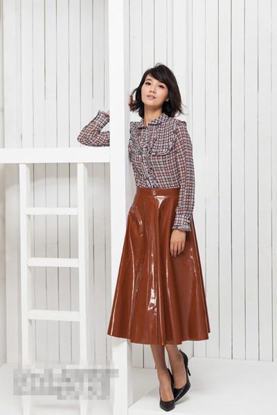 朱丹私服街拍造型示范 一款伞裙演绎两种风情