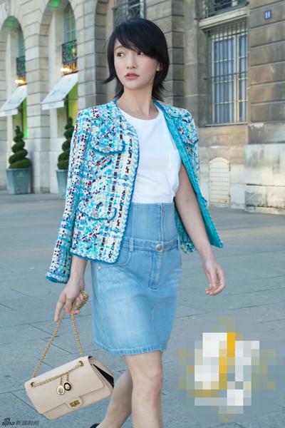 周迅夏季私服街拍示范 白T恤+半身裙让你少女心爆棚