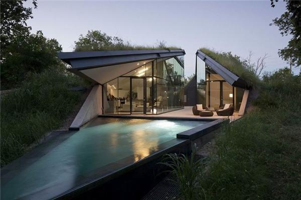Edgeland豪宅:利用土地特质维持四季舒适