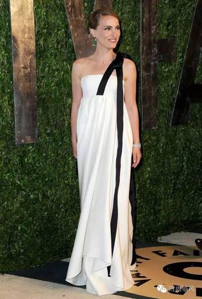夏日服装流行趋势示范 走路带风的配饰必须来一件