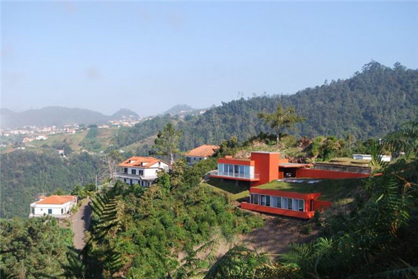Cabeço豪宅:垂直元素给建筑带来非凡的感官