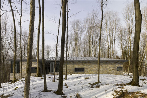 布罗蒙别墅:提倡无拘无束空间感的自然豪宅