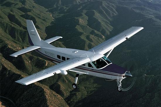 赛斯纳大篷车208B私人飞机更换新引擎 爬升率提高40%