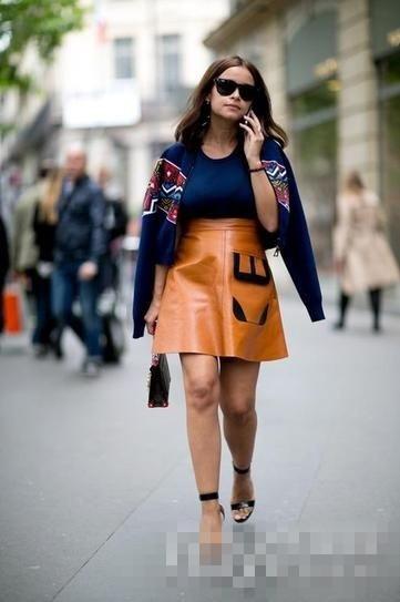 欧美夏季街拍穿搭示范 A字亮色短裙轻松掩盖身高问题