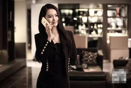 跟戚薇学职场穿衣搭配 黑色西服正装是你必备单品