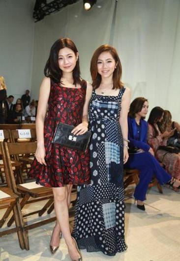 陈妍希穿衣搭配技巧示范 收腰短款礼服裙俏皮又减龄