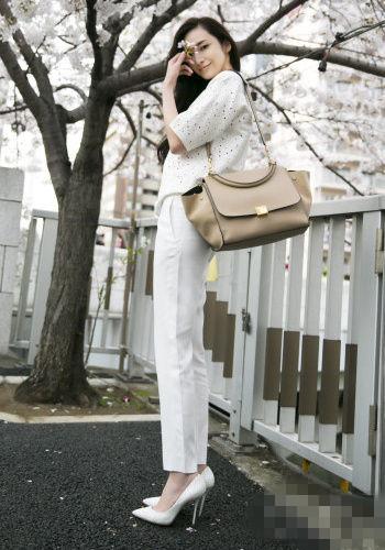 学吴佩慈穿衣搭配技巧 白色系让你更显优雅气质