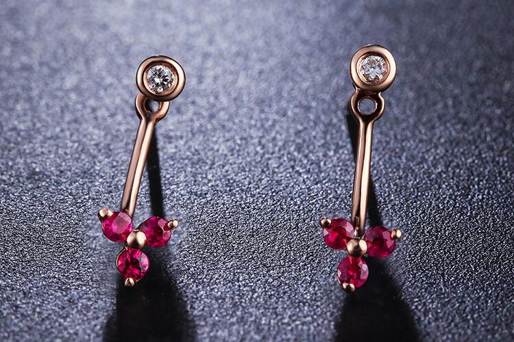 周六福珠宝18K玫瑰金红宝石钻石耳钉耳环_珠宝图片