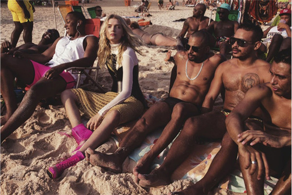 超模Lily Donaldson为《Vogue》杂志拍摄主题时尚大片
