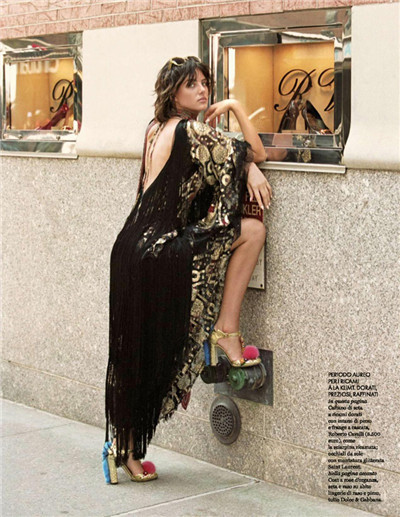 超模Eliza Cummings登上《Elle》杂志9月号封面